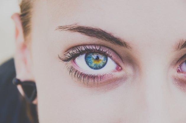pretty blue eye with minimal makeup